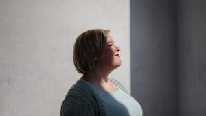Kuvassa Helsingin keskustassa on Keskustan Annika Saarikko, joka on parhaillaan perhevapaalla. Saarikko palaa työhönsä tiede- ja kulttuuriministeriksi elokuussa.