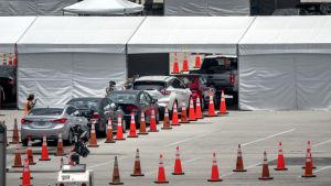 Nationalgardet i Florida testade människor för covid-19 på parkeringsplatsen vid Super Bowl-arenan i Miami den 18 juni.