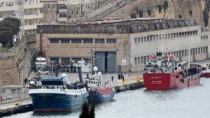 Många länder tillåter inte sjömän att komma i land eller genomresa för att ta sig hem.