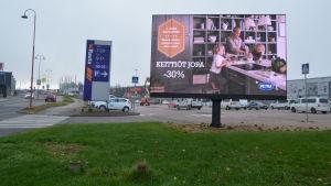 Reklamtavla vid Kungsporten i Borgå
