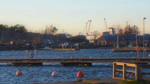 Bojar i en hamn