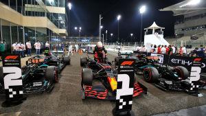 Segertrion i Abu Dhabi-kvalet: Valtteri Bottas (tvåa), Max Verstappen (etta) och Lewis Hamilton (trea).