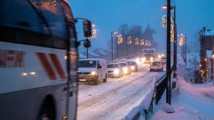Snöyra i trafiken.