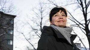 Kokoomuksen Kirsi Piha valokuvattiin Kirjailijanpuistossa Töölössä helmikuun 2021 alussa.