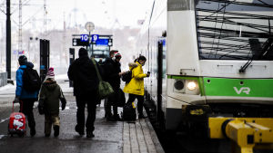 Helsingin keskustassa oli 13. maaliskuuta rauhallista, ja moni käytti kasvomaskia.