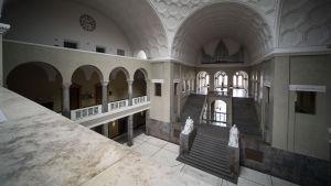 Entrén till  Ludwig-Maximilians-universitetet.