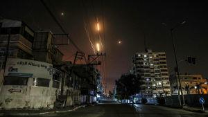 Raketer avfyras mot Israel från Gaza.