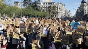 Fängslandet av ledande katalanska självständighetsförespråkare har utlöst massprotester i Katalonien inför det regionala nyvalet i december