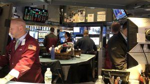 Intensivt arbete framför datorerna i de små båsen på Wall Street.
