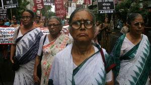 Kvinnor demonstrerar i Calcutta