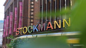 Stockmann under prideveckan i Helsingfors.