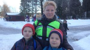 Nina Möller tillåter inte att hennes barn använder Instagram och andra mobilapplikationer försedda med åldersgräns innan de uppfyller ålderskraven.