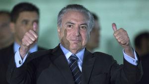 En knapp majoritet i kongressen räddade president Michel Temer från korruptionsåtal