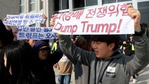 Över 5000 sydkoreaner protesterade mot Trumps besök i centrum av Seoul på söndagen