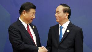 Kina och Vietnam gör på söndagen ett nytt försök att lösa tvister i Sydkinesiska havet när Xi Jinping kommer för samtal i Hanoi med president Trần Đại Quang