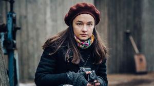 Olivia Nikolajeffia Seitsemäntoista sarjassa esittää Elli Melasniemi.