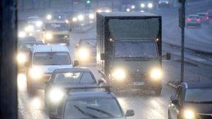 Dåligt väglag har lett till lindriga olyckor i hela landet.