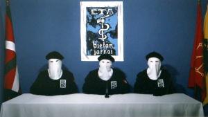 ETA meddelade i en video år 2011 att de lägger ner sin väpnade kamp.