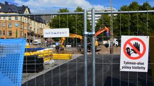 Byggnadsarbete vid Salutorget i Åbo.