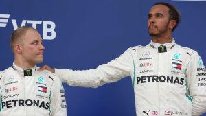 Valtteri Bottas och Lewis Hamilton.
