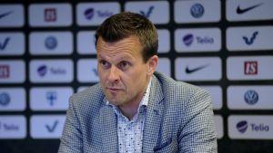 Chefstränaren för Finlands U17-flickor i fotboll, Marko Saloranta.
