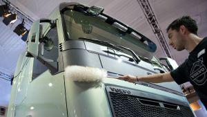 En arkivbild på en Volvo-lastbil från den stora buss- och lastbilsmässan IAA i Hanover i september 2012.