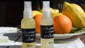 Två pumpflaskor hårspray