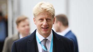 Jo Johnson lämnar Mays regering.