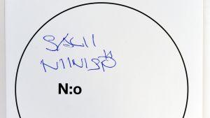 Röstsedel där det står Sauli Niinistö.