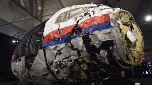 Det nedskjutna planets cockpit visades upp för pressen på en flygbas i Nederländerna i oktober 2015.