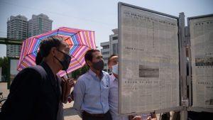 På lördagen läste invånare i Pyongyang nyheter om Kim Yo-jongs hot om att bryta alla kontakter med Sydkorea.