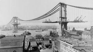 Byggandet av Manhattan Bridge i New York år 1909.