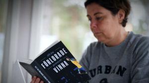 Birgitta Lindholm läser boken Allt jag förlorade genom att vinna.und.