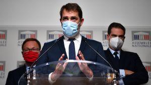 Ordförandena för ´riksdagsgrupperna för tre partier i det franska parlamentets underhus håller pressträff om den nya säkerhetslagen den 30 november 2020. I mitten  Christophe Castaner, till vänster Patrick Mignola, till höger Olivier Becht.