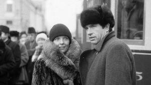 Warren Beatty, Diane Keaton ja avustajia Punaiset-elokuvan kuvauksissa Senaatintorilla.