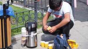 Syrisk barn som jobbar i Turkiet