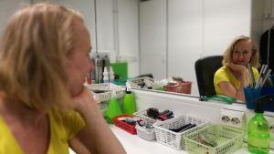Skådespelaren och dramaturgen Harriet, Haje Abrahamsson i en loge på Unga Teatern. 2018.