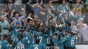 San Jose Sharks firar mål.