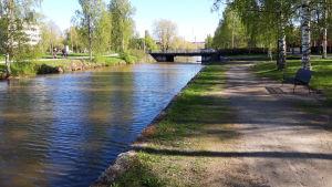 Näkymä Antti Chydeniuksenkadun sillalle Rantakadun puoleiselta rannalta.