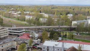 Vy från Hangö vattentorn mot järnvägsbron i Hangö.