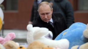 President Putin besöker katastrofplatsen i Kemerovo