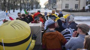Abiturienter på lastbilsflaket i Lovisa