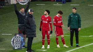 Liverpool gör två byten i slutminuterna i matchen mot Leipzig.