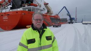 Hamndirektör Kristian Hällis i hamnen i Jakobstad
