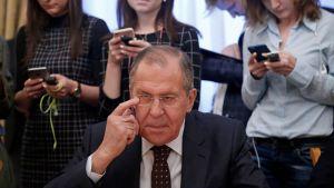 Rysslands utrikesminister Sergej Lavrov kommenterade Londons ultimatum då han mötte Sydkoreas nationella säkerhetsrådgivare Chung Eui-Yong i Moskva på tisdagen.