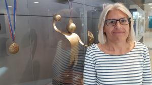 Béatrice Barbusse är sociolog och ledare för ett manligt elithandbollslag.