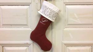 Julstrumpa med lakansspets och mongram