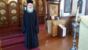 Harry Fagerlund står inn i den ortodoxa kyrkan i Hangö.
