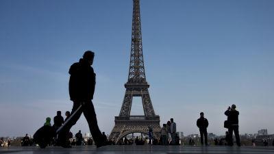 Eiffeltornet far skottsaker mur