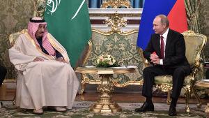 Kung Salman och Vladimir Putin träffas i Moskva.